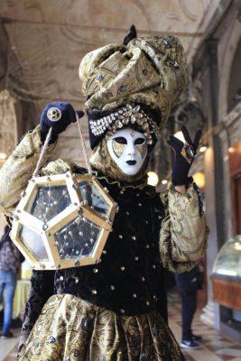 maschera nero e oro