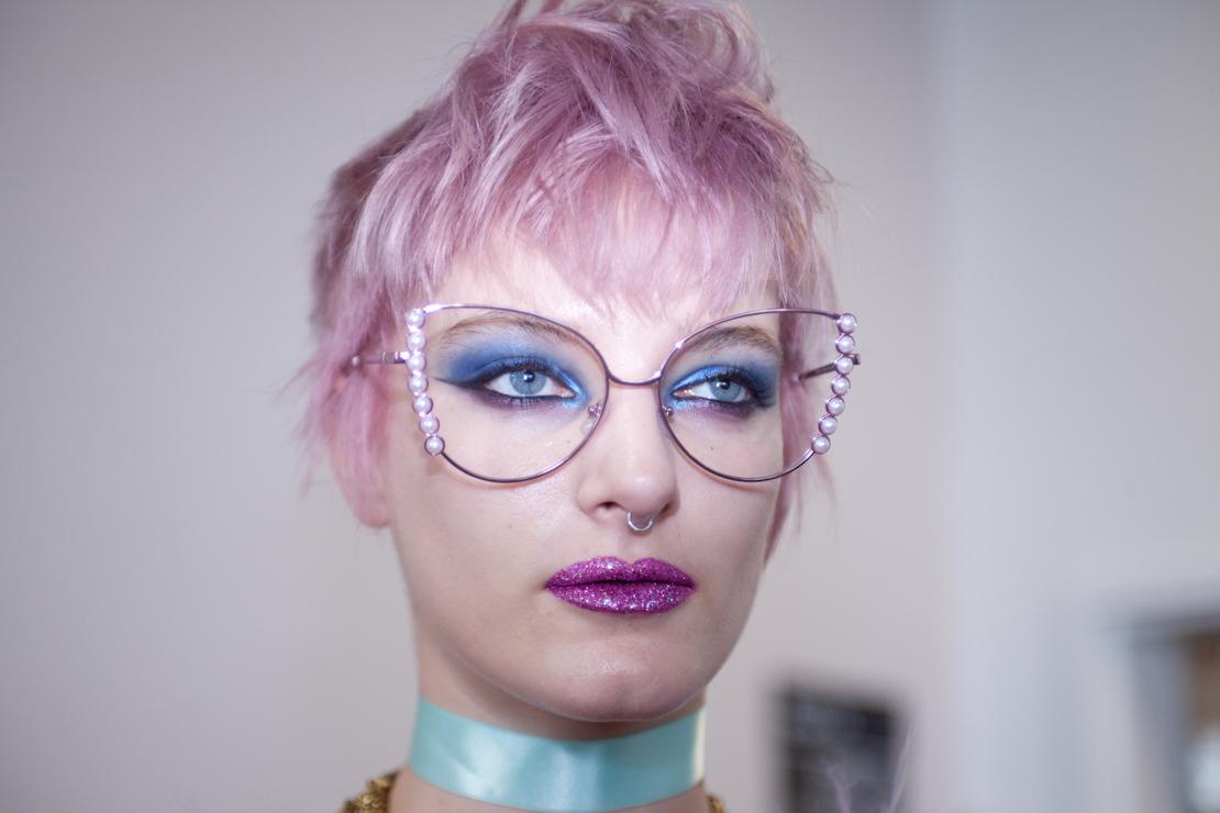 capelli rosa trucco glitter