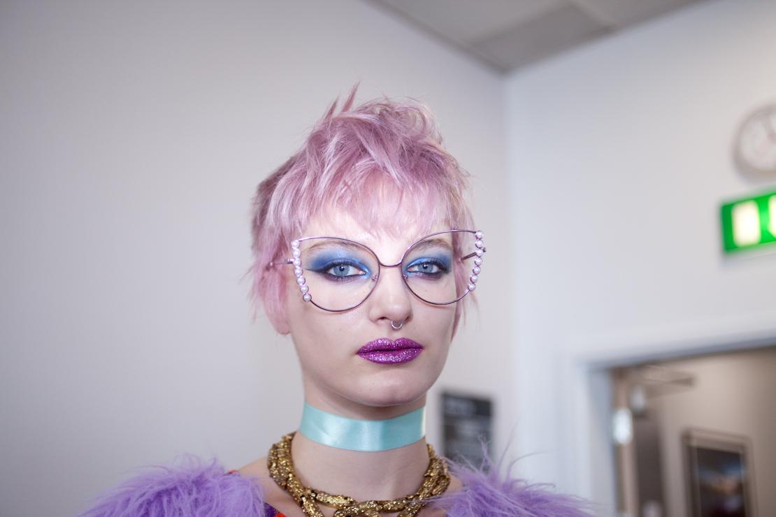 labbra glitter capelli rosa