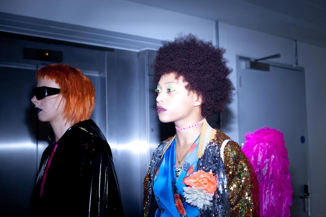 capelli ricci afro e arancio