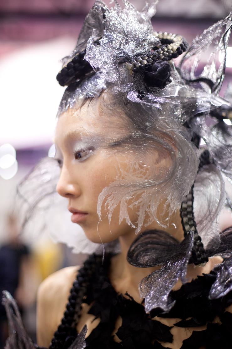 ragazza asiatica capelli argento